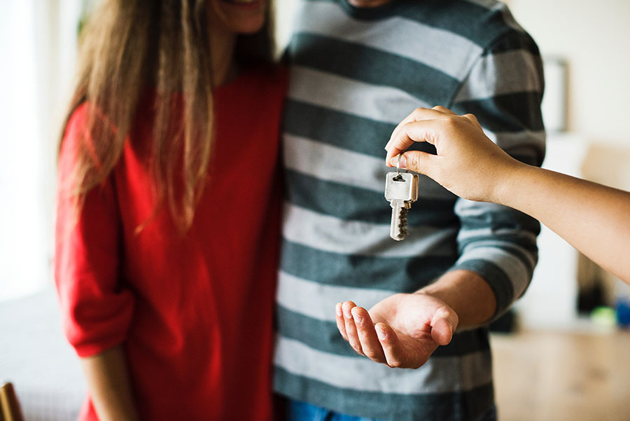 Couple being handed keys to first home | Debitoor Invoicing and Accounting