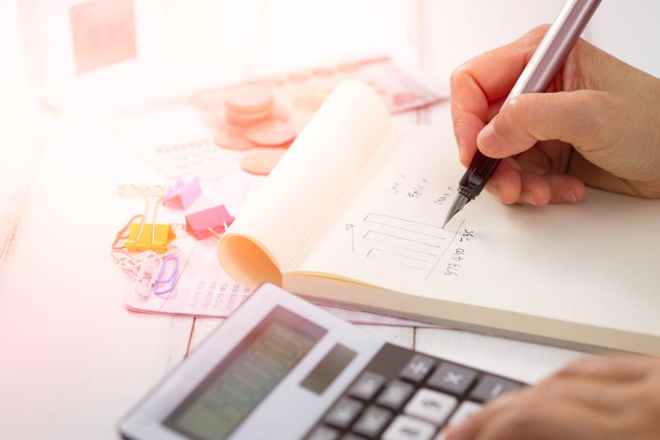 Avoid the hassle of your own calculations by working with an accountant on your self-assessment